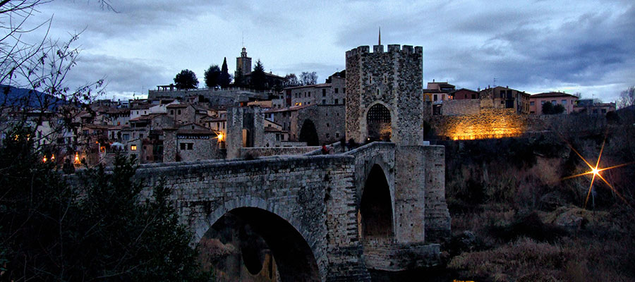 imatge de  Learn about the history of Besalú!