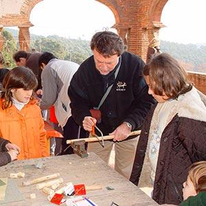 imatge de Miqui Giménez > Construcción de instrumentos tradicionales